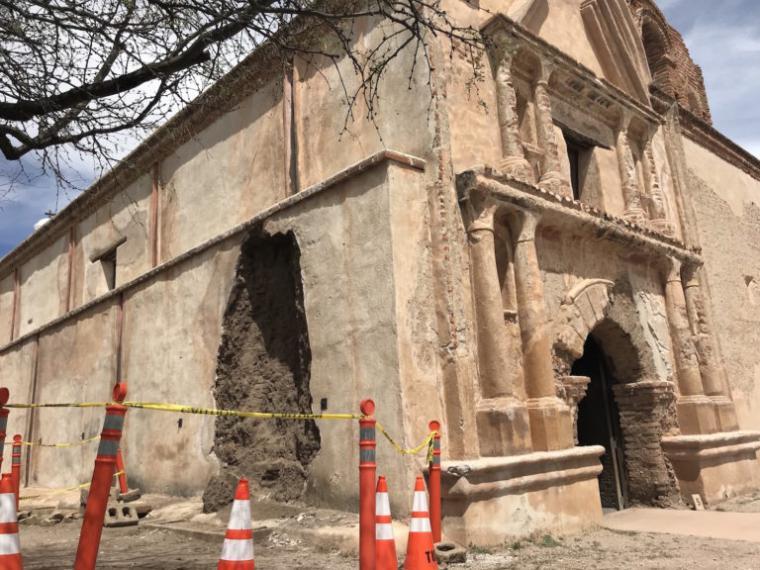 adobe failure on the side of the San José de Tumacácori church